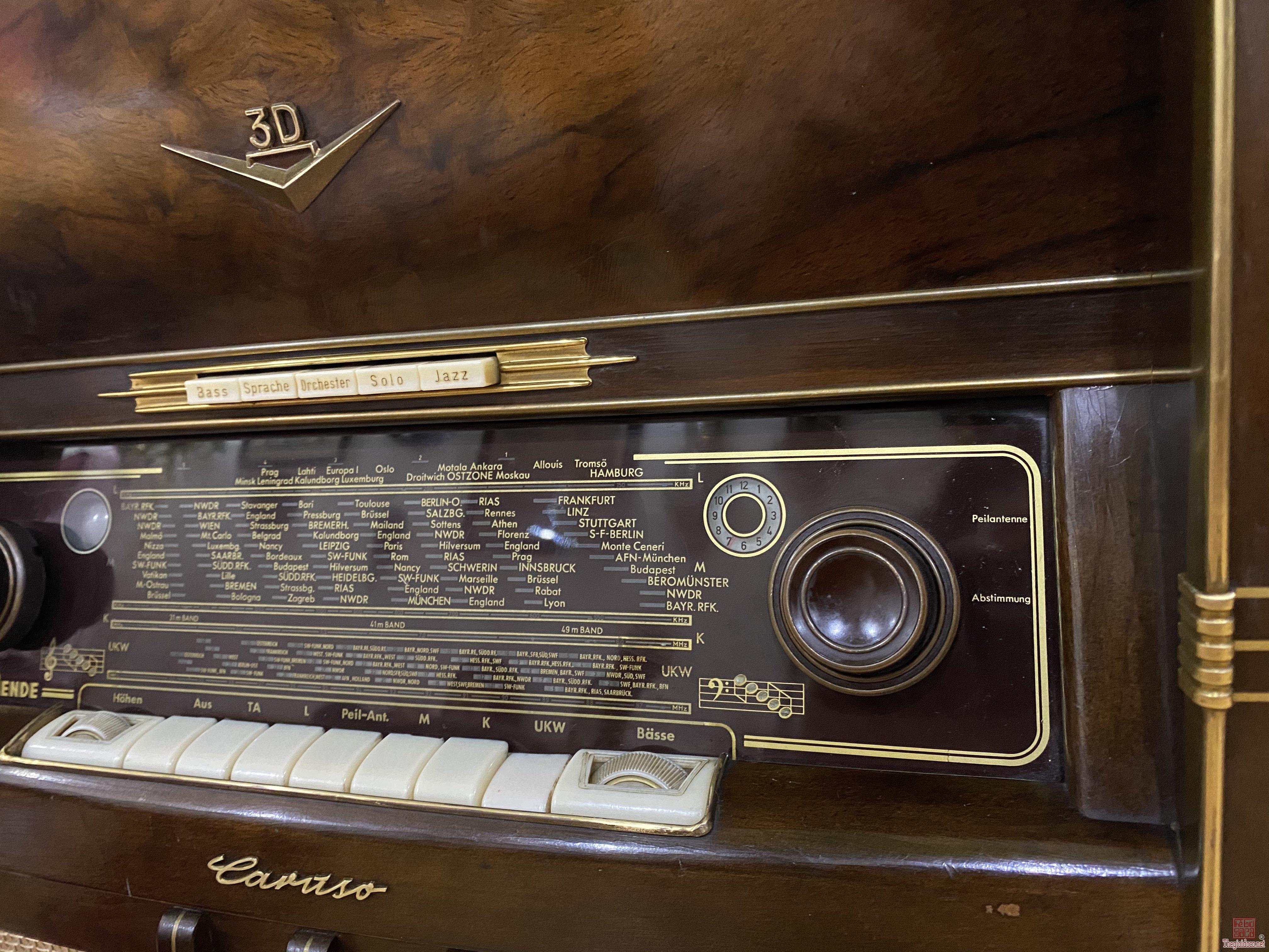 Đài radio kết hợp cùng cơ than cổ