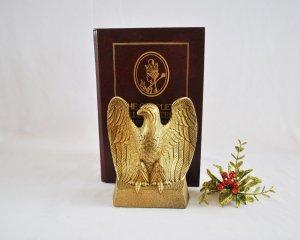 Chặn sách Chim ưng bằng đồng...