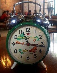 Đồng hồ gà mái chân kim