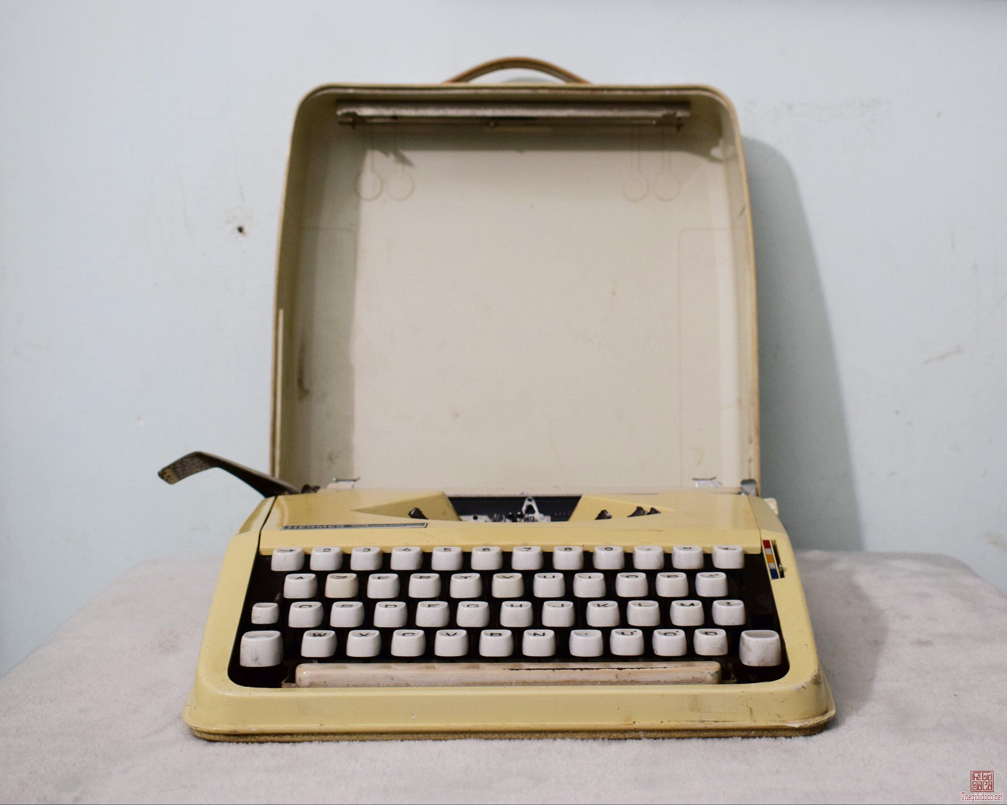 máy đánh chữ HERMES baby Thụy Sỹ thập niên 1960s