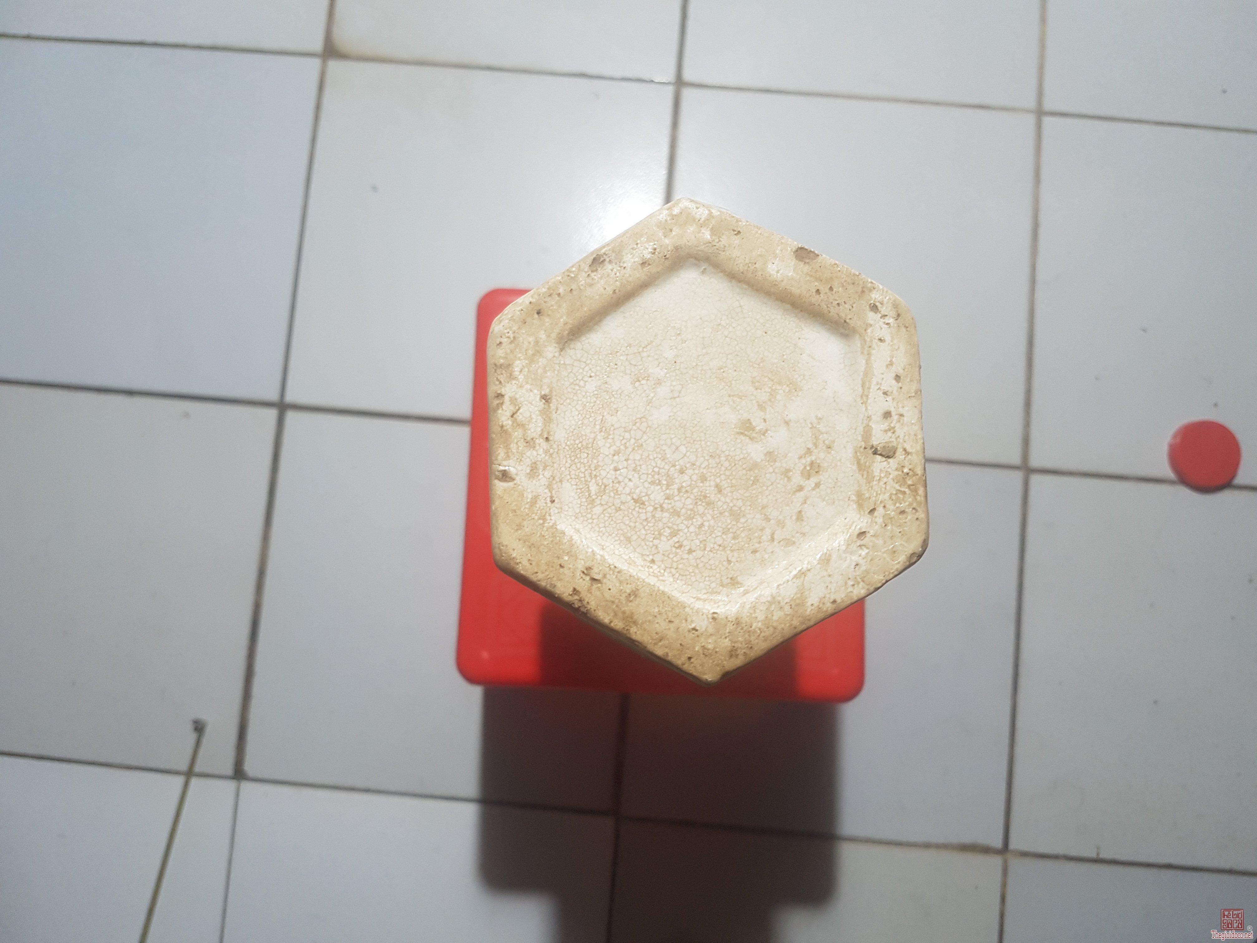 Bình lục giác xưa.chuẩn hàng cao 35cm.gôm nhà bè