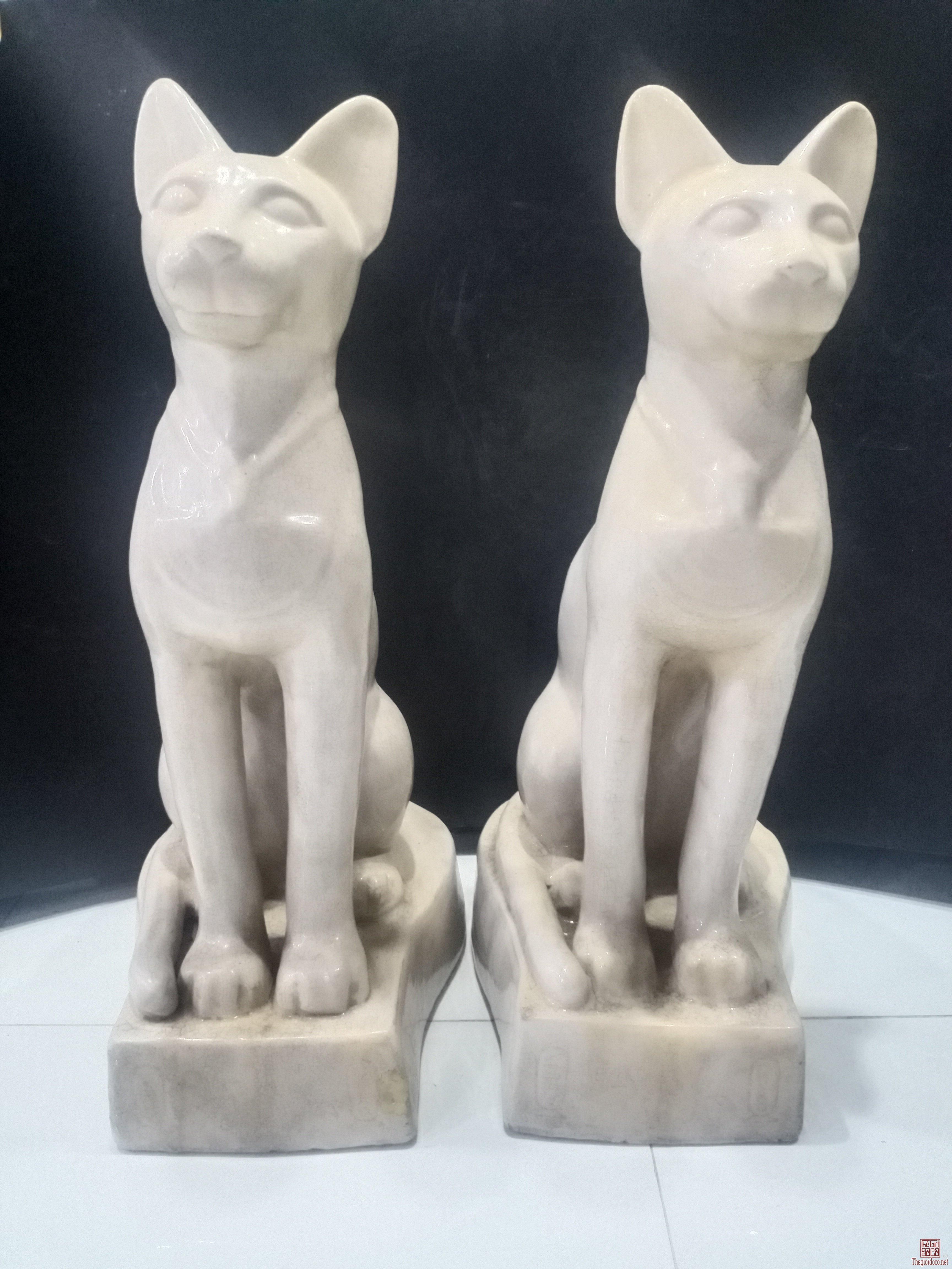 Linh miêu bạch định gốm Biên Hòa xưa,hơi hướng vh Ai Cập.Cao 71 cm. Giá 5,5 triệu.